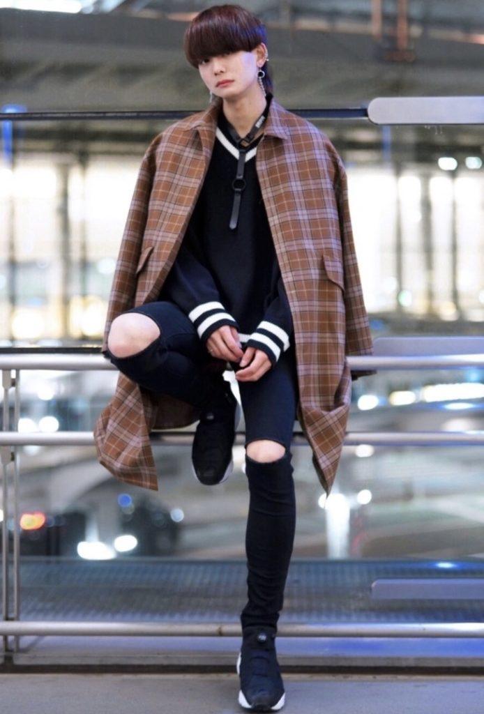 韓国ファッションコーデ:チルデンニット×黒スキニー